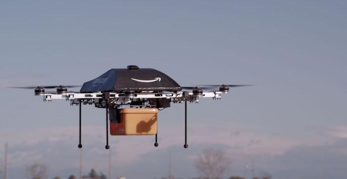 Amazon планирует доставлять грузы при помощи беспилотников и парашютов