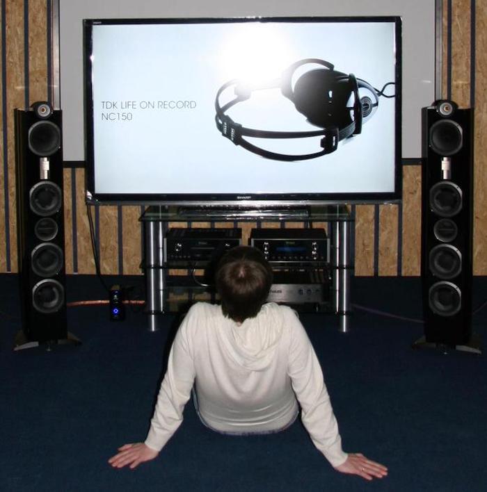 Комната прослушивания в магазинах «Аудиомания» тоже часть стратегии продвижения интернет-магазина